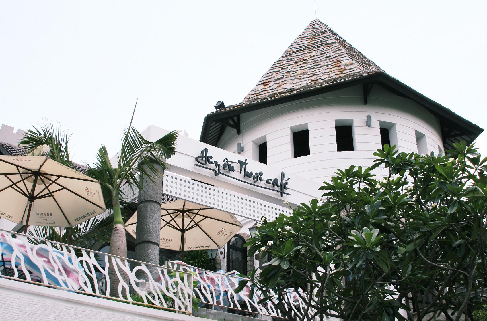Cafe Huyền Thoại.